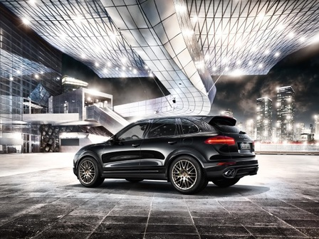 The new Cayenne Platinum Edition models. Accomplished performance.